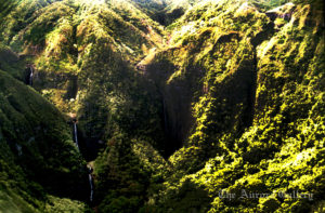 #31A_Molokai_waterfalls