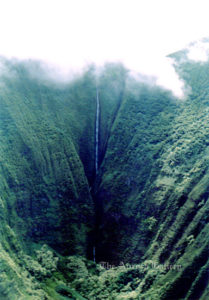 #35A_Molokai_waterfall